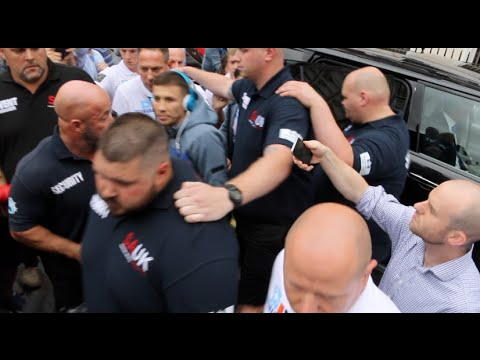 CRAZY! - 'GGG'  GENNADY GOLOVKIN IS ABSOLUTELY MOBBED THE UK FANS ON ARRIVAL / GOLOVKIN V BROOK (видео)