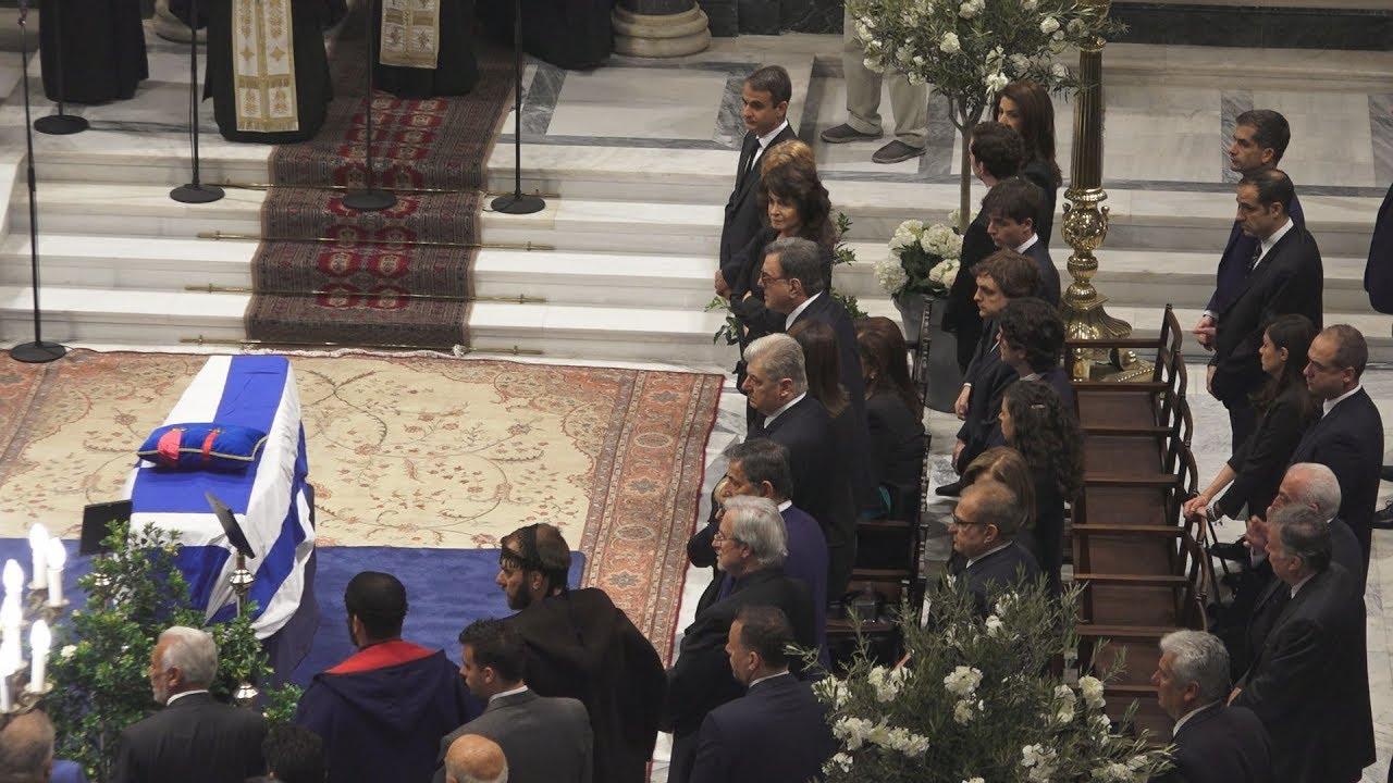 Σε λαϊκό προσκύνημα η σορός του Κωνσταντίνου Μητσοτάκη