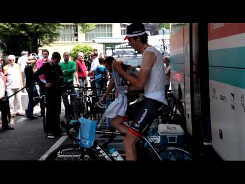 Cycling pros warm-up at Tacx Booster trainer