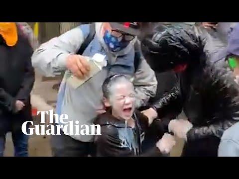 Σάλος στις ΗΠΑ με αστυνομικούς που ψεκάζουν 7χρονο με χημικά (Video)