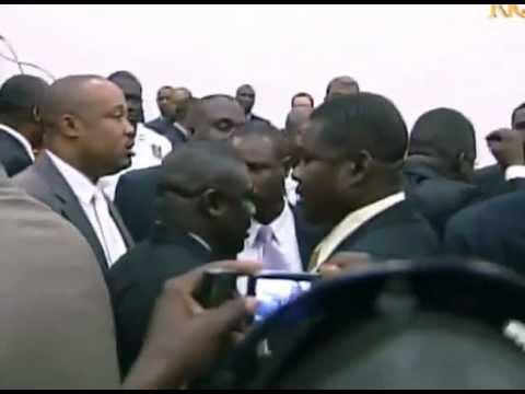 Vidéo historique: Expulsion du parlement haïtien du ministre Ralph Theano homme fort du régime Martelly-Lamothe