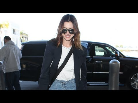 Anne Hathaway Looks Absolutely FLAWLESS For Air Travel -- How Does She Do It?!