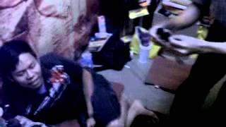Boneka Voodoo atau boneka santet dapat dimainkan dengan tekhnik hipnotis. Aldo murid Ki Ngawur Permana tampak sedang memainkan boneka voodoo kepada seorang pria. Aldo membuat pria tersebut ejakulasi, spermanya memuncrat keluar.