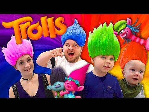 TROLLS FAMILY DRESS UP!