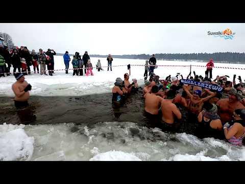 Nie dla nich letnia woda w basenie, wolą lodowate zanurzenie. IV Olecka Kąpiel dla Odważnych