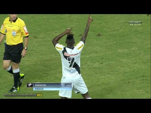 Riascos marca de cabeça gol da vitória do Vasco contra o Flamengo