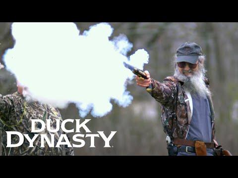 Duck Dynasty: Fire in the Hole! (Season 8, Episode 6) | Duck Dynasty