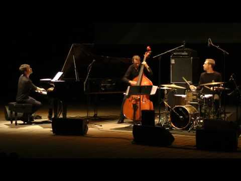 Dan Tepfer Trio featuring François Moutin and Arthur Hnatek: Roadrunner