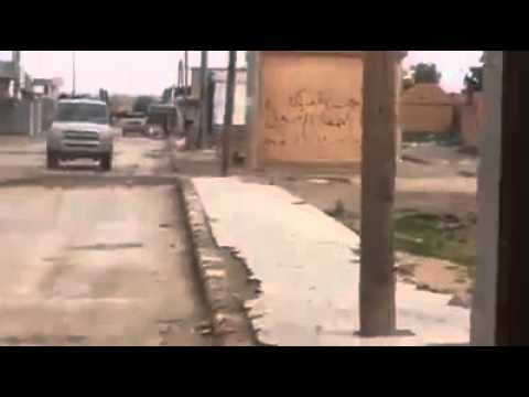 #فيديو : حوثيون يرمون الرصاص على بيت ويرد صاحبه بقذيفة