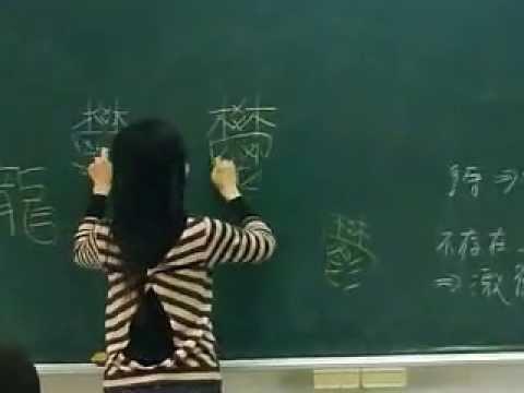 超猛的化學老師!右撇子用左手寫「鏡中寫法」!