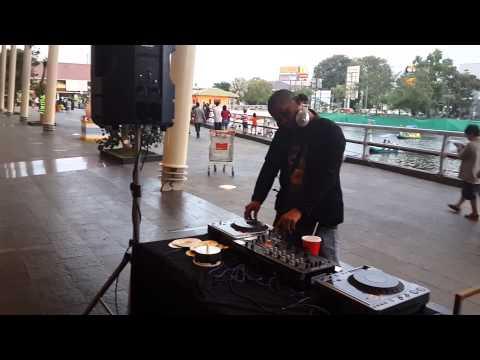 PLUIT MALL | sewa pemain deejay jakarta | perform acara MALL diskon gila gilaan