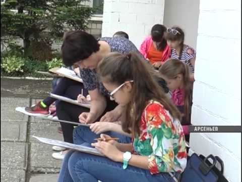 Ученики детской школы искусств Арсеньева вышли на пленэр