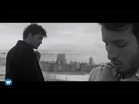 """Tommy Torres, Sebastian Yatra - """"Atado Entre Tus Manos"""" (Video Oficial)"""