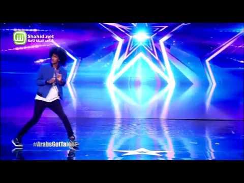 """متسابق """"اثنين في واحد"""" يرقص على مسرح Arabs Got Talent"""