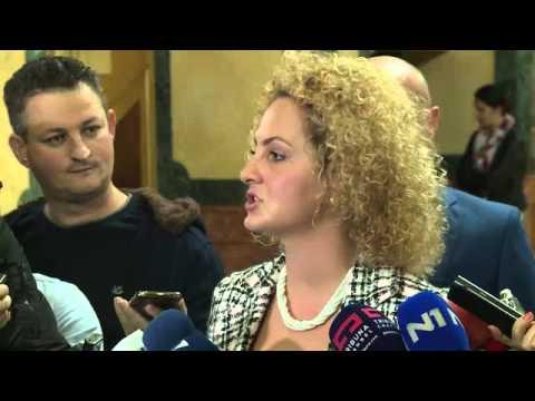 Депутати пуснаха сълзотворен газ в парламента на Косово. 9 октомври 2015