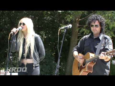 The Pretty Reckless - (What's So Funny 'Bout) Peace, Love And Understanding lyrics