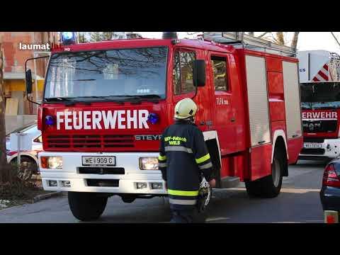 Brand eines Zimmers in einem Hochhaus in Wels-Lichtenegg sorgt für größeren Einsatz