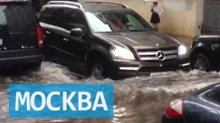 Дождь и политика: оппозиция обвинила столичные власти в затоплении центра Москвы