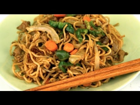 How To Make Japanese Pork Yakisoba with Peppers, Carrots and Onions
