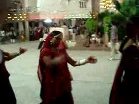 Video Gujarati Garba in Ahmedabad download in MP3, 3GP, MP4, WEBM, AVI, FLV January 2017