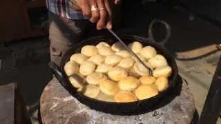 Dhariyawad India  city images : Indian street food; Kachori making in a village restaurant