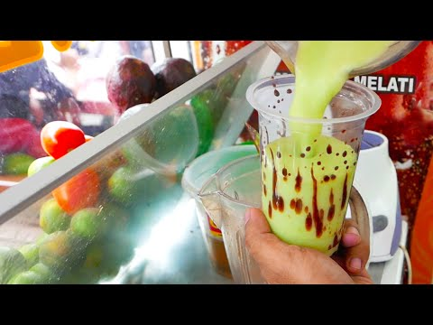 Indonesian Street Food - Avocado Chocolate Milkshake / Es Alpukat