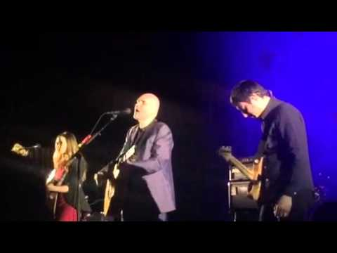 Billy Corgan threatens to punch fan in the face if he doesn't get off the stage