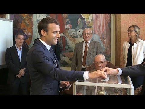 Γαλλία: Ψήφισαν οι πολιτικοί αρχηγοί, μειωμένη όμως η συμμετοχή