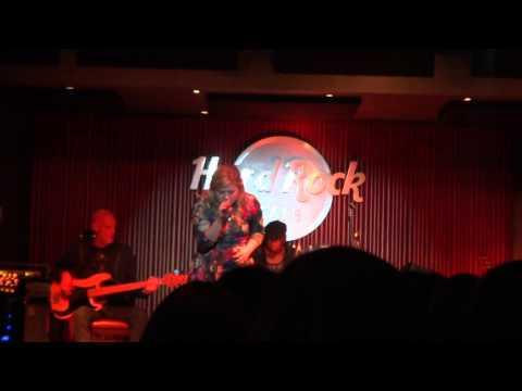 Kelly Clarkson live at the Hard Rock Nashville – U