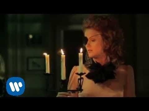 Tekst piosenki Patrycja Markowska - W hotelowych korytarzach po polsku