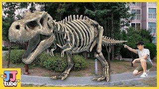 티라노 공룡뼈가 살아났다! 공룡 화석 쥬라기 전동차 자동차 장난감 색깔 마법 놀이 TREX skeleton Dinosaur Pretend Play  [제이제이 튜브-JJ tube]