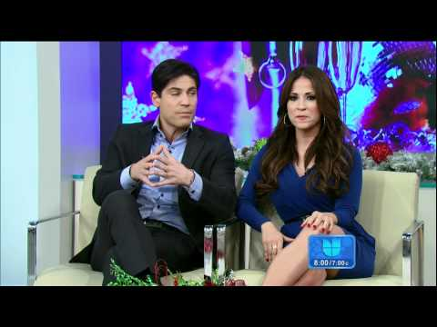 Jackie Guerrido on ¡Despierta América! HD 2011/12/29; Blue dress