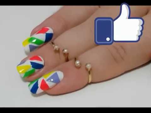 Unhas decoradas com pedaços coloridos - Cintia Barroso