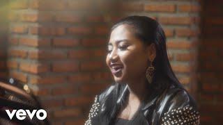 Maria Simorangkir - Yang Terbaik (Official Lyric Video)