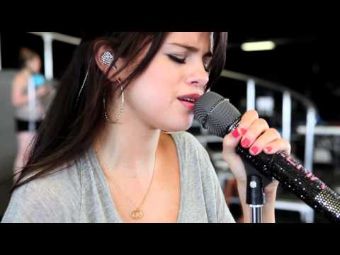 selgomez - Take a look at Selena as she performs
