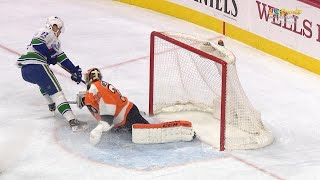 11/21/17 Condensed Game: Canucks @ Flyers by NHL