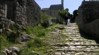 Mit seinem gebirgigen Relief und seiner turbulenten Geschichte ist Montenegro ein kleiner Balkan für sich. In seiner gesamten...