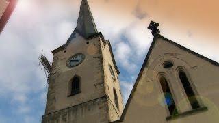Dominantu města obehnalo lešení, oprava kostelní věže začala
