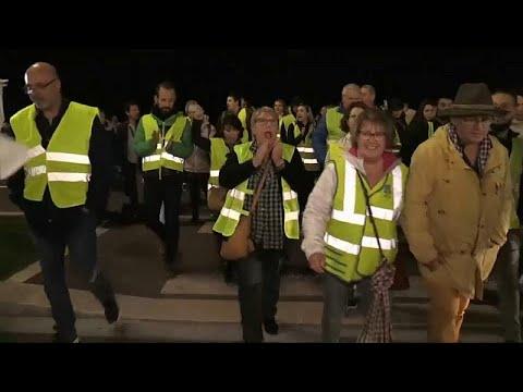 Γαλλία: Μεγάλη κινητοποίηση των «κίτρινων γιλέκων» κατά των αυξήσεων στα καύσιμα…