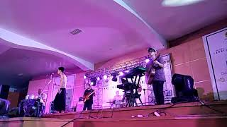 Video Fourtwnty - Fana Merah Jambu (live at Lombok) 2017 MP3, 3GP, MP4, WEBM, AVI, FLV Juli 2018