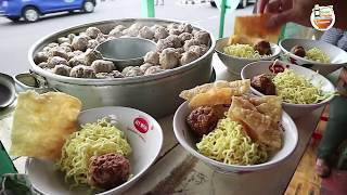Video TRAGISS !! WARUNG BAKSONYA !!! SELALU RAMAI KARNA ENAK | YOGYAKARTA STREET FOOD #BikinNgiler MP3, 3GP, MP4, WEBM, AVI, FLV Mei 2019