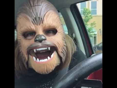 LAUGHING CHEWBACCA MASK LADY