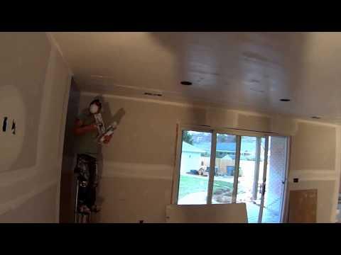 Стройка в америке, шпаклюем потолки и стены