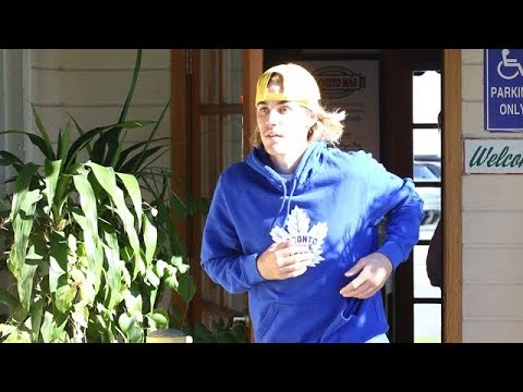 Justin Bieber Forgets His Cash But Gets Lunch Covered By A Bodyguard