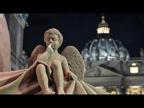 Vatikan: Krippe mit Engeln - alles aus Sand