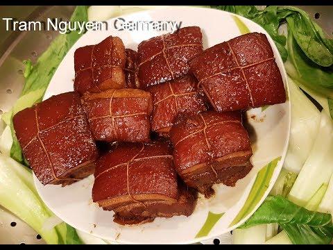 Heo quay da giòn rụm, đúng hương vị Việt