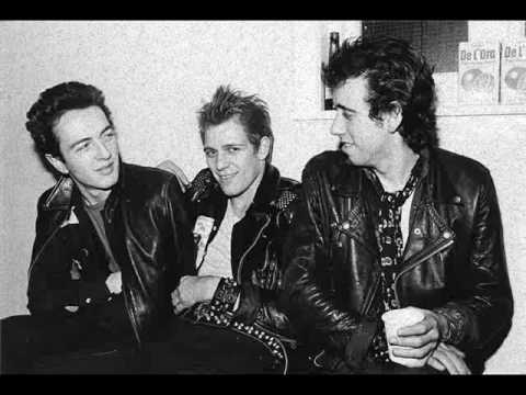 Tekst piosenki The Clash - Blonde Rock & Roll po polsku