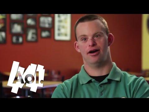 Kille med Down Syndrome äger och driver en restaurang