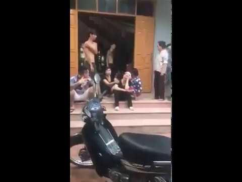 Thanh niên về van xin mẹ già đứng ra nhận nợ vs giang hồ thì chịu rồi :(