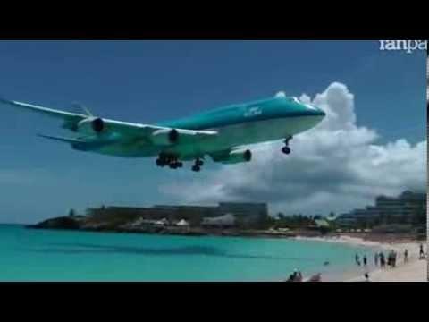 spettacolare atterraggio di un aereo! incredibile!
